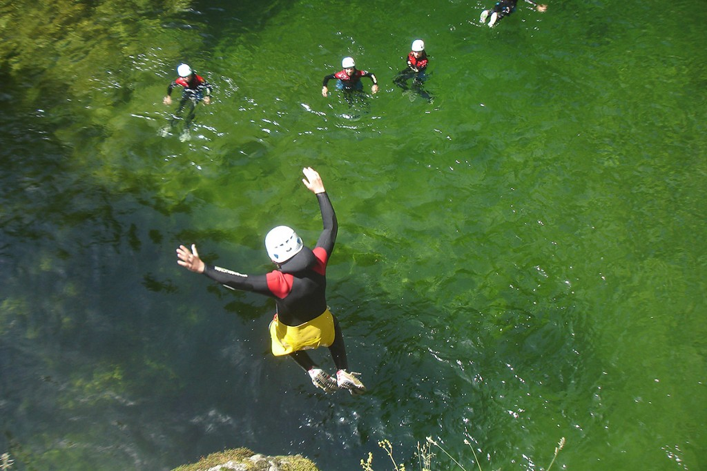 Activité Canyoning Grand Canyon en Ardèche, séjour canyoning, activité en Ardèche : Canyon Besorgues
