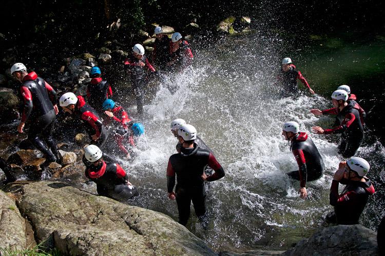 Le canyoning: une activité team building à fort impact!